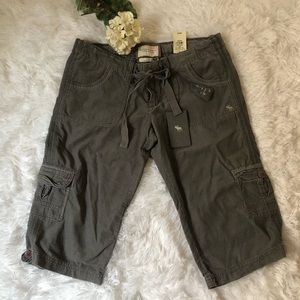 NWT Abercrombie & Fitch Amber Cargo Crop Shorts